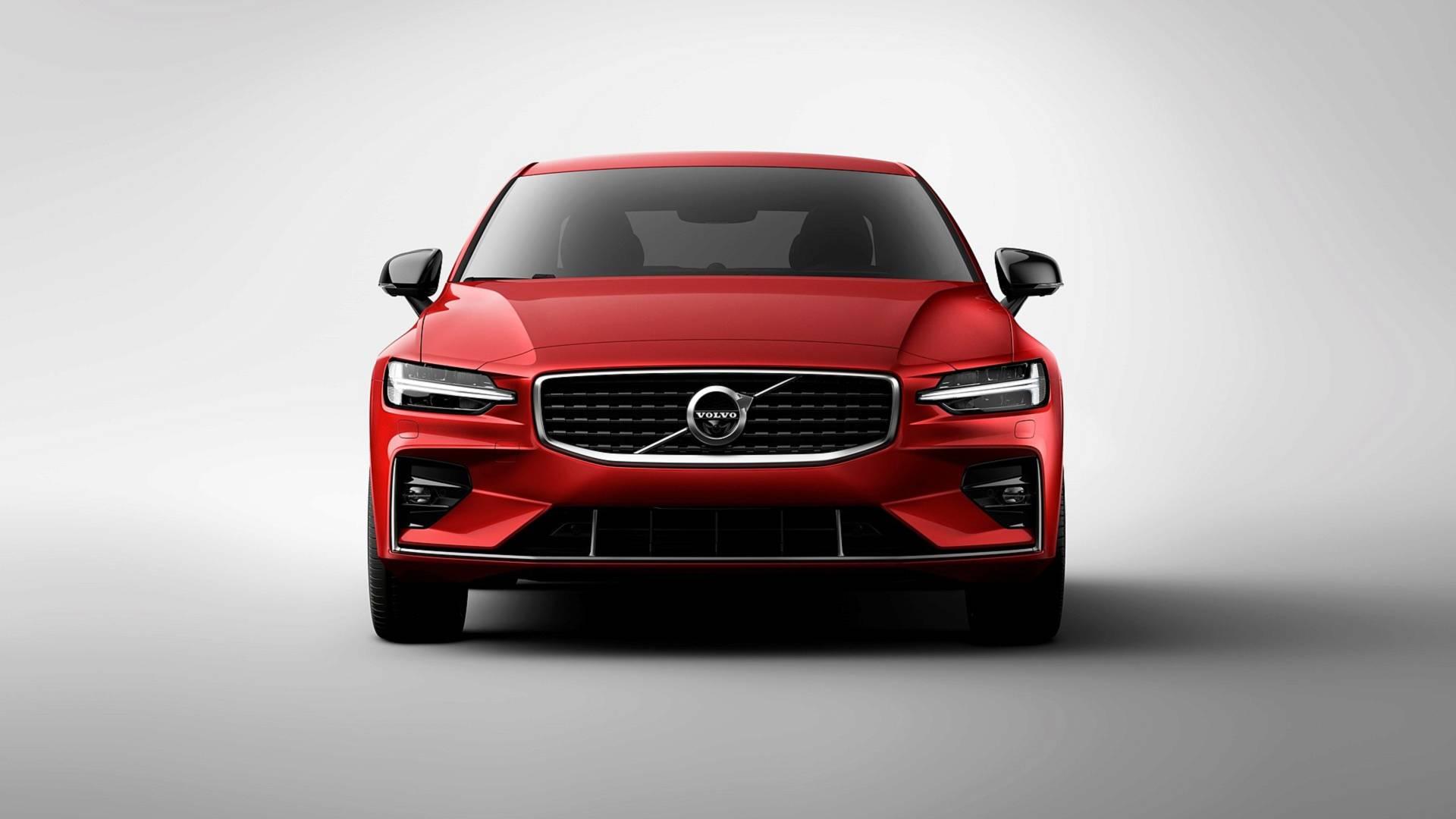 Aracın Volvo S-60 modelinin en son sürümünün kısa bir incelemesi