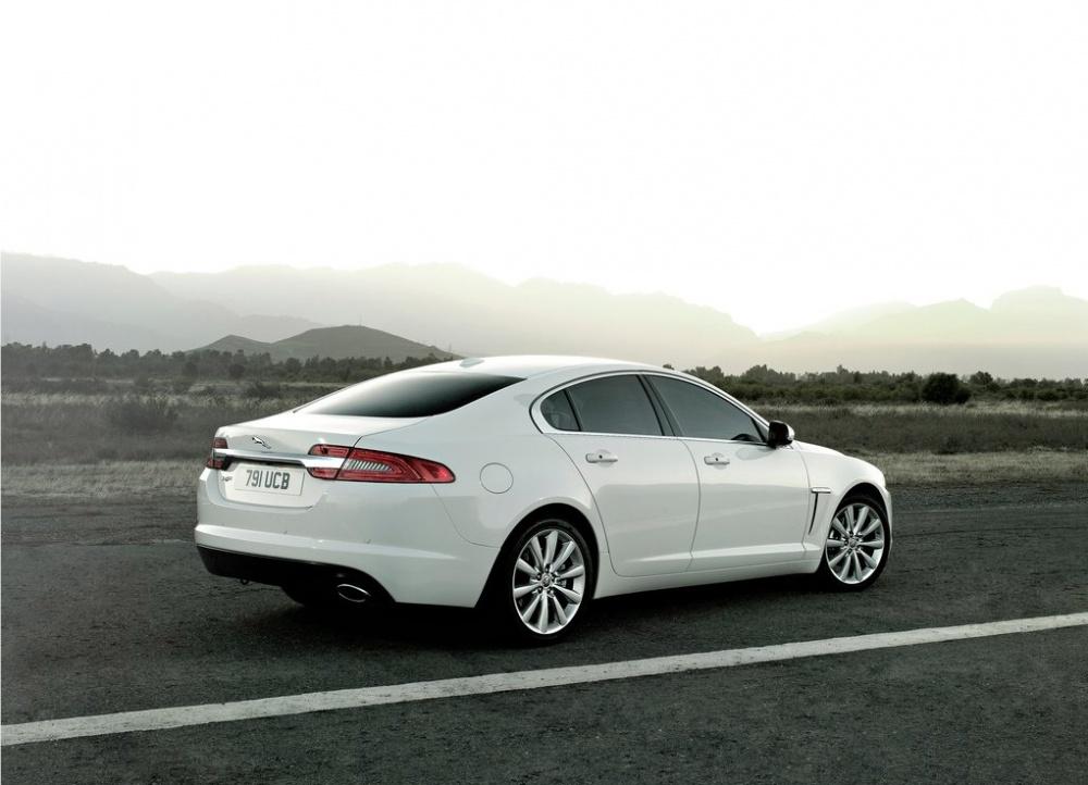 Jaguar XF'e vergi avantajlı 2.0 turbo benzinli motor (139 bin TL ... T L Jaguar