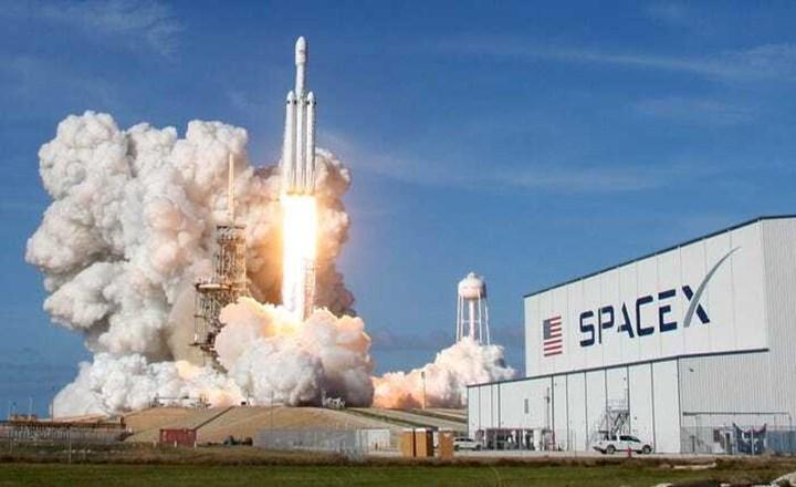 Falcon Heavy roketi